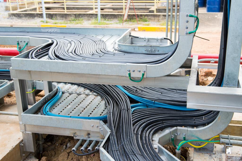 Cables eléctricos en bandejas de cables metálicos-