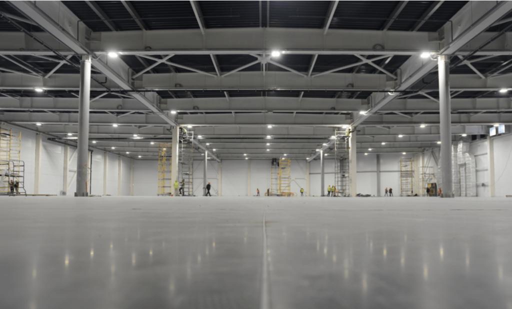 interior de almacén industrial moderno